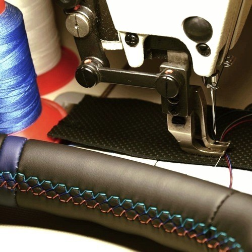 "Wir beziehen Ihr Lenkrad neu mit Leder - Version ""Color Classic D Plus"""